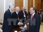 Les dirigeants de l'AN rencontrent d'anciens députés à Hanoi