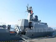 La frégate lance-missiles 011 Đinh Tiên Hoàng accoste au port militaire de Changi