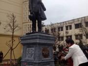 La Faculté de médecine de Hanoi inaugure la statue d'Alexandre Yersin