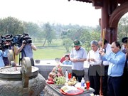 Le PM Nguyen Xuan Phuc rend hommage aux morts pour la Patrie