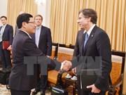 Le vice-PM Pham Binh Minh reçoit le premier secrétaire d'Etat adjoint américain