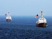 Un destroyer américain approche le récif de Fiery Cross