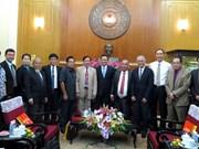 Une délégation des avocats laotiens reçue par un dirigeant du Front de la Patrie du Vietnam