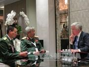 Dialogue Shangri-La : rencontres entre chefs de délégations du Vietnam et de l'UE