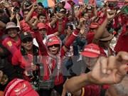 """Thaïlande: les """"chemises jaunes"""" et les """"chemises rouges"""" s'affrontent en ligne"""