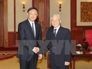 Des dirigeants vietnamiens rencontrent  le conseiller d'Etat chinois Yang Jiechi