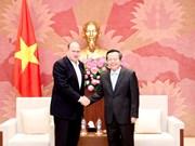 Le vice-président de l'AN Phung Quoc Hien reçoit le président du groupe AIA