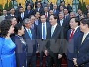 Le président rencontre des chefs de représentations à l'étranger
