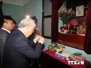 Des dirigeants vietnamiens rendent hommage au Président Ho Chi Minh