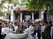 Le président français se rend dans le Vieux quartier de Hanoï