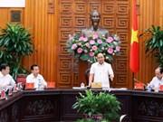 Le PM Nguyen Xuan Phuc travaille avec les responsables de Da Nang