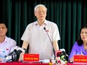 Le leader du Parti rencontre des électeurs de l'arrondissement de Tay Ho à Hanoi