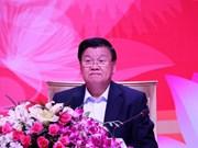 Le PM laotien dialogue avec des entreprises vietnamiennes