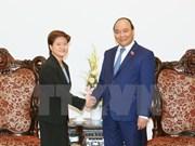 Le Premier ministre reçoit les ambassadeurs singapourien et cambodgien
