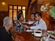 Consultations médicales gratuites pour des Viet kieu et Cambodgiens démunis