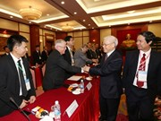 Le secrétaire général Nguyên Phu Trong salue les vietnamologues