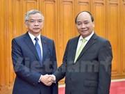 Nguyen Xuan Phuc reçoit le ministre laotien des Ressources naturelles et de l'Environnement