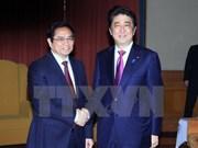 Le PM japonais affirme son soutien de la formation de cadres administratifs au Vietnam