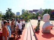Une entreprise vietnamienne fait don d'un buste du président Souphanouvong au Laos