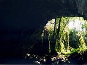 Des objets préhistoriques découverts dans les grottes volcaniques à Dak Nong