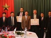 Le Vietnam met à l'honneur deux  hommes politiques tchèques
