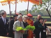L'empereur du Japon Akihito et son épouse Michiko visitent l'ancienne capitale de Hue