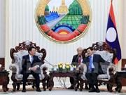 Le Premier ministre laotien appuie la coopération financière avec le Vietnam