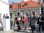 La présidente de l'Assemblée nationale visite la ville hongroise de Szentendre