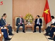 Le vice-PM Trinh Dinh Dung reçoit les ambassadeurs russe et irlandais