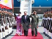 Le PM Nguyên Xuân Phuc arrive aux Philippines pour le 30ème sommet de l'ASEAN
