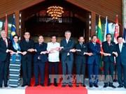 Le PM Nguyen Xuan Phuc participe à la réunion restreinte du 30e Sommet de l'ASEAN