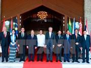 Le PM Nguyen Xuan Phuc termine sa participation au 30e Sommet de l'ASEAN aux Philippines