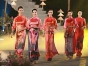 Festival des métiers traditionnels de Hue 2017: la peinture et l'ao dai