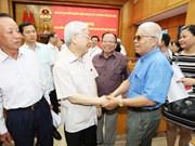 Le secrétaire général Nguyen Phu Trong rencontre l'électorat de Hanoi