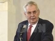 Le président tchèque entame sa visite d'Etat au Vietnam