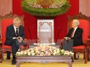 Des dirigeants vietnamiens reçoivent le président tchèque Milos Zeman