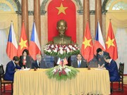 Le président tchèque termine sa visite d'Etat au Vietnam