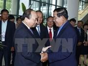 Le PM Nguyen Xuan Phuc travaille avec le PM cambodgien Samdech Techo Hun Sen