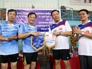 Echanges sportifs entre l'Ambassade du Vietnam et le Bureau présidentiel du Laos