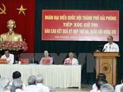 Le PM rencontre des électeurs de Hai Phong