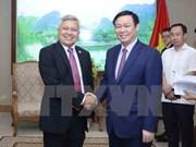 Le vice-PM Vuong Dinh Hue rencontre des diplomates étrangers