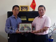 La VNA présente des photos d'amitié à l'ambassade vietnamienne en Algérie