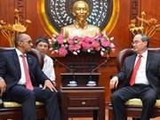 Nguyên Thiên Nhân reçoit l'ambassadeur cubain