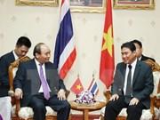 Le PM Nguyên Xuân Phuc rencontre le gouverneur de la province thaïlandaise de Nakhon Pathom