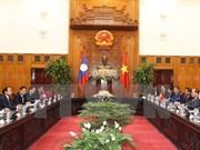 Le Premier ministre Nguyen Xuan Phuc reçoit un vice-Premier ministre laotien