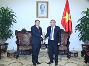 Front : des dirigeants laotiens reçus par le vice-PM Truong Hoa Binh