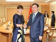 Le vice-PM Vuong Dinh Hue reçoit des ambassadeurs étrangers
