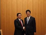 Le PM japonais Shinzo Abe reçoit des communistes vietnamiens