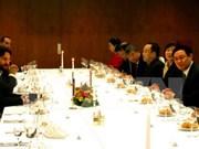 Le vice-PM Vuong Dinh Hue en visite de travail en Slovaquie