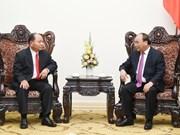 Nguyen Xuan Phuc reçoit le ministre laotien de l'Intérieur